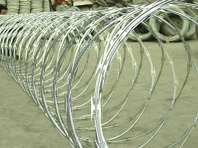 Stainless Steel Concertina Wire Reinforces Security