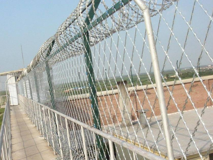Welded Razor Wire Mesh Gives A High-security Protective Fence